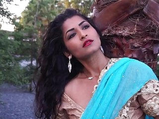 Desi Bhabi Maya Rati In Hindi Song - Maya