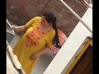 pakistani bhabi ass crack and huge tanks of milk